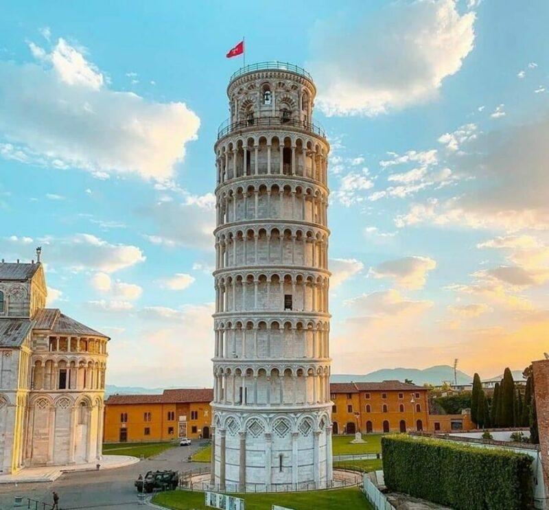 Pending Tower Pisa