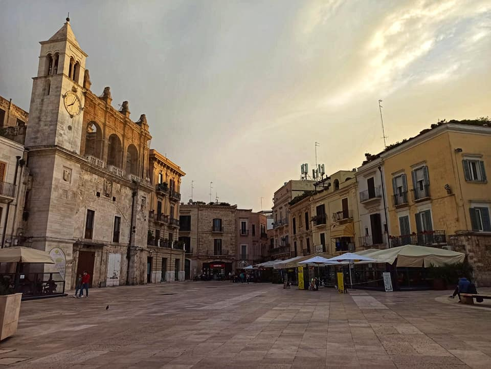 Piazza Mercantile, Bari