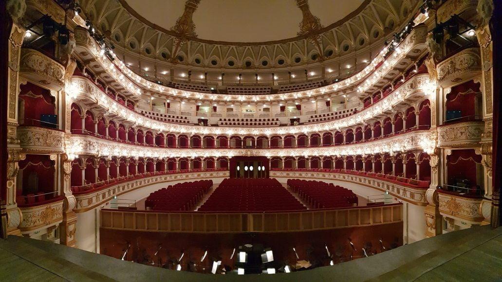 Teatro Petruzzelli, Bari